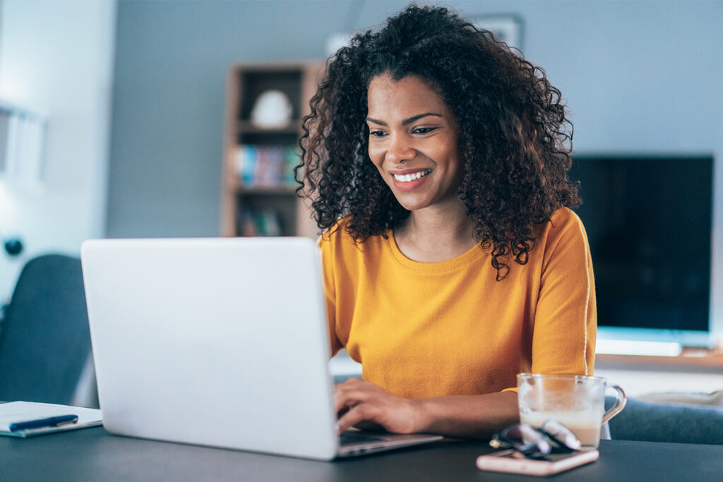 businesswoman and-laptop